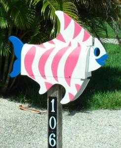 Briefkasten bunter Fisch