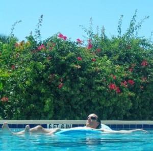 Relaxem im Wasser auf der Wasserliege