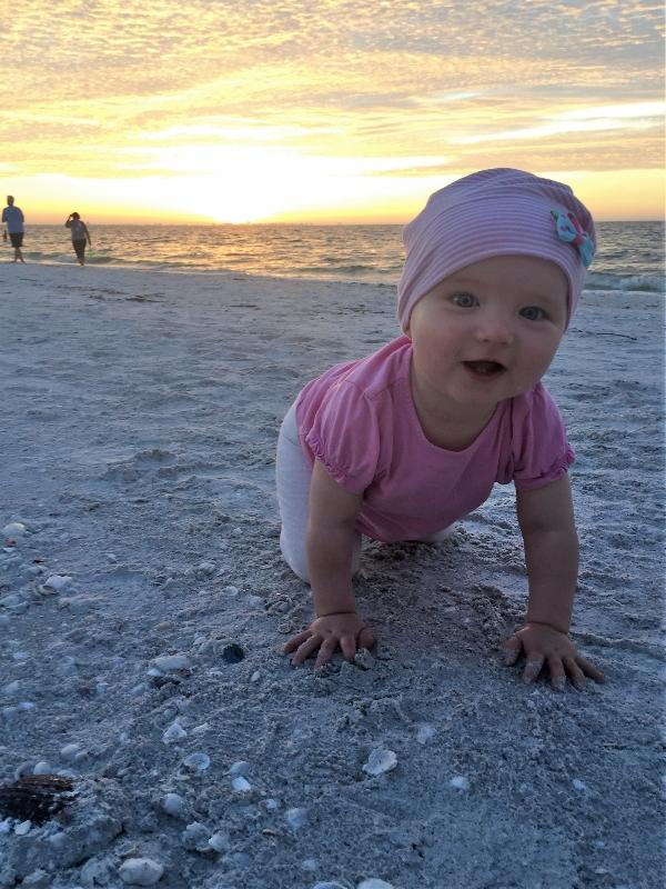 elternzeit Sanibel: Krabbeln am Strand am Morgen