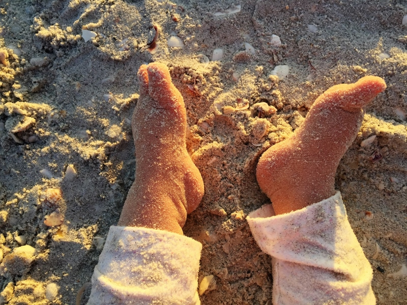 sandige Füße