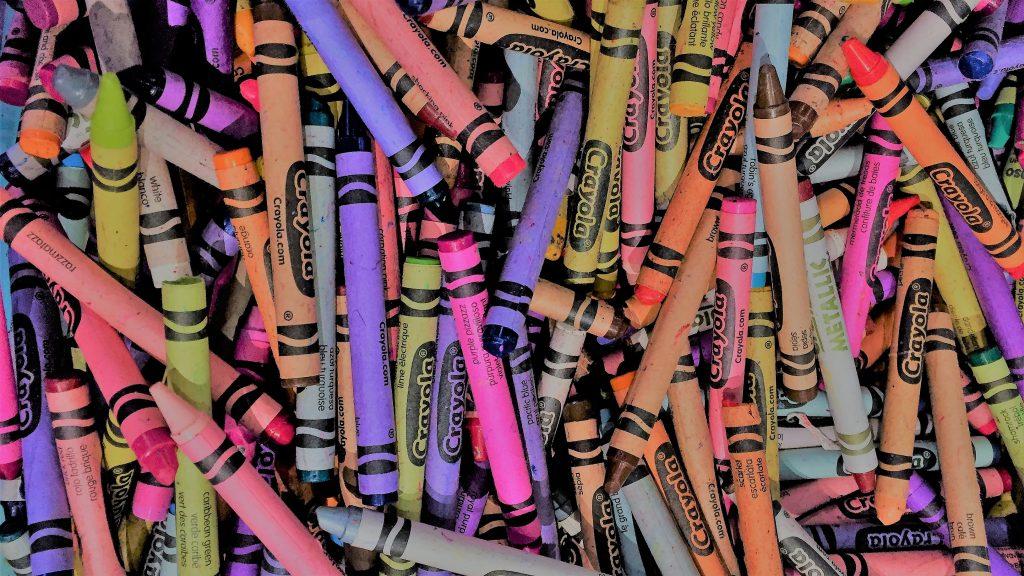 jede Menge Crayola Wachsmalstifte